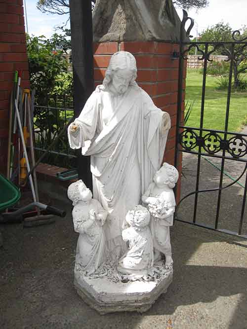 Community of the Sacred Name statue of Jesus