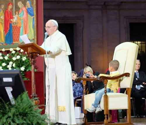 Pope Francis with child in his chair