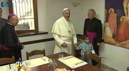 Child leads Pope to chair